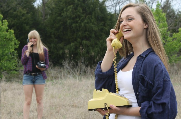 Afbeelding van meisjes die aan het bellen zijn gevonden op coachingmetsanne.com